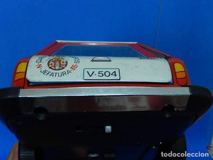 Juguetes antiguos Román: Seat 131 L, Cuerpo de Bomberos Jefatura. N 35. Distintivo de bomberos de Barcelona. Román. España. - Foto 23 - 120751831