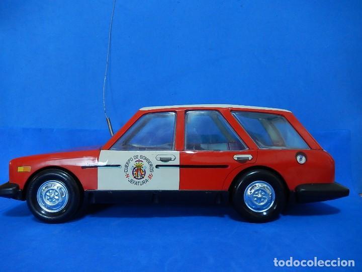 Juguetes antiguos Román: Seat 131 L, Cuerpo de Bomberos Jefatura. N 35. Distintivo de bomberos de Barcelona. Román. España. - Foto 36 - 120751831