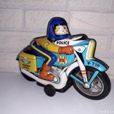 Brinquedos antigos Román: MOTOCICLETA HOJALATA POLICIA - ROMAN. Lote 203950540