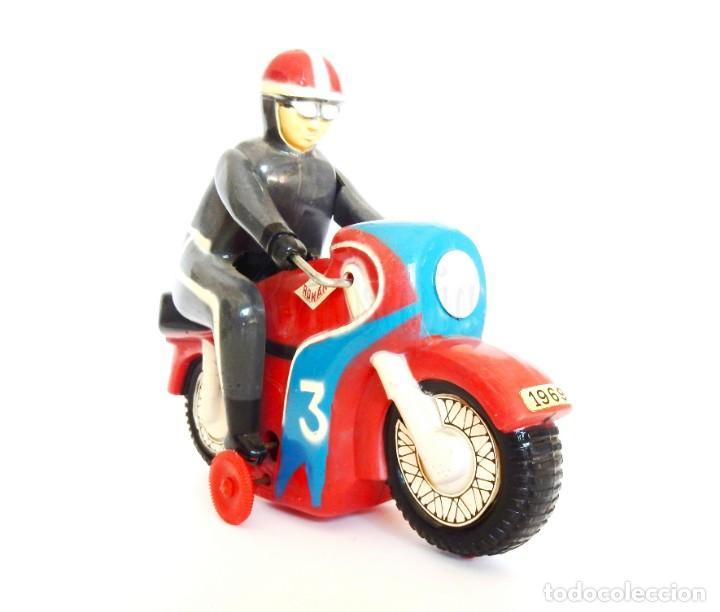Juguetes antiguos Román: MOTO DE CARRERAS Nº 3 MOTOCICLETA A CUERDA DE ROMÁN. AÑOS 60 FUNCIONANDO - Foto 2 - 155842630