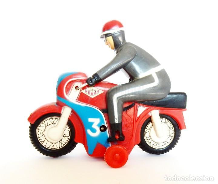 Juguetes antiguos Román: MOTO DE CARRERAS Nº 3 MOTOCICLETA A CUERDA DE ROMÁN. AÑOS 60 FUNCIONANDO - Foto 3 - 155842630