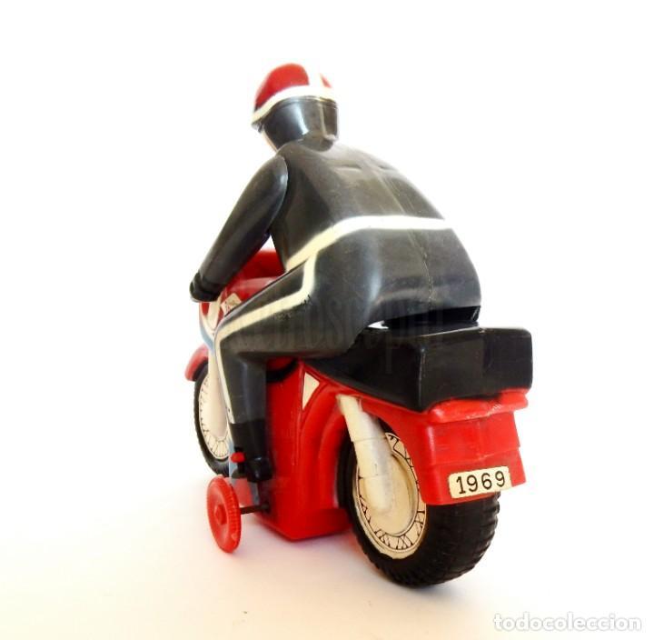 Juguetes antiguos Román: MOTO DE CARRERAS Nº 3 MOTOCICLETA A CUERDA DE ROMÁN. AÑOS 60 FUNCIONANDO - Foto 5 - 155842630