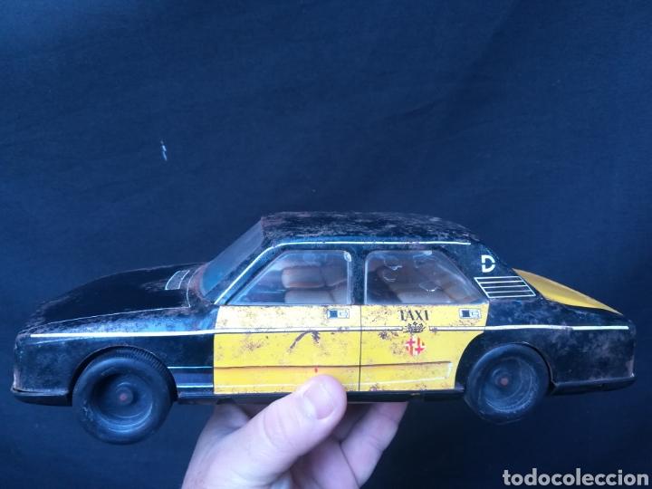 Juguetes antiguos Román: Taxi de juguete ( Seat 132L) de hojalata - Foto 2 - 184933617