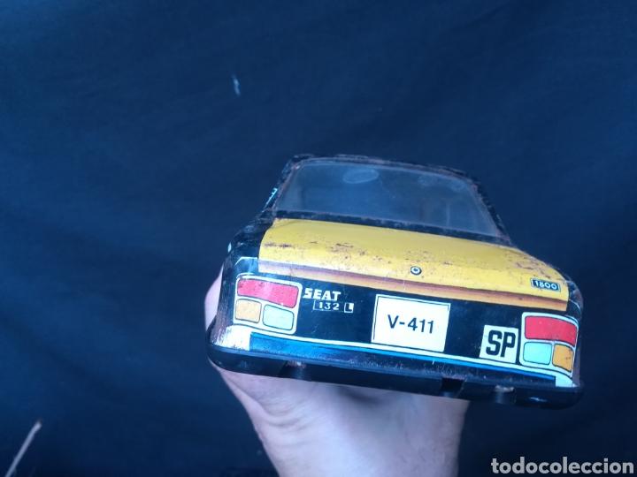 Juguetes antiguos Román: Taxi de juguete ( Seat 132L) de hojalata - Foto 10 - 184933617
