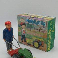 Brinquedos antigos Román: ANTIGUO JUGUETE TRACTOR MOTOCULTOR JUINSA REF 315 FABRICADO EN ESPAÑA CON CAJA ORIGINAL. Lote 224016378