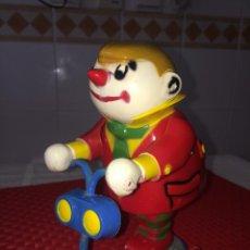 Brinquedos antigos Román: PAYASO TOPETE , EL DEL PATINETE - ROMAN - A CUERDA - PARA RESTAURAR. Lote 240640140