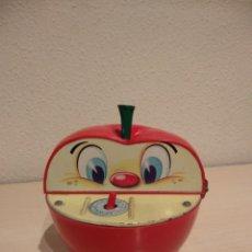 Brinquedos antigos Román: HUCHA MANZANA COMEMONEDAS DE ROMAN - FUNCIONANDO !!!. Lote 240685645