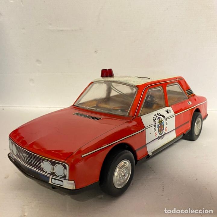 Juguetes antiguos Román: Antiguo coche salva obstáculos juguetes Román cuerpo de bomberos Jefatura 35 va a pilas - Foto 2 - 278395528