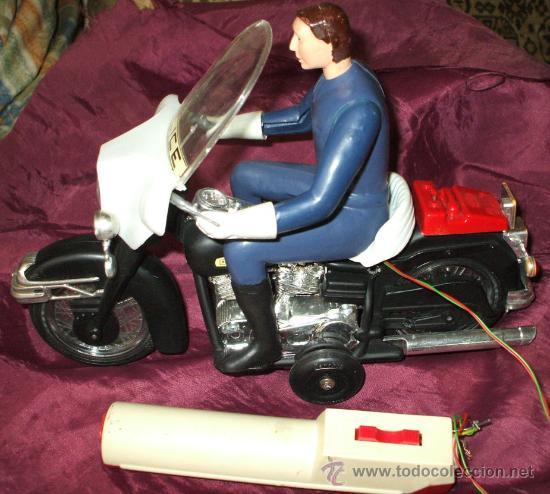 Juguetes antiguos Sanchís: MOTO DE POLICIA HARLEY DAVIDSON SANCHIS ELECTRICA TELEDIRIGIDA POR CABLE - Foto 2 - 26996905