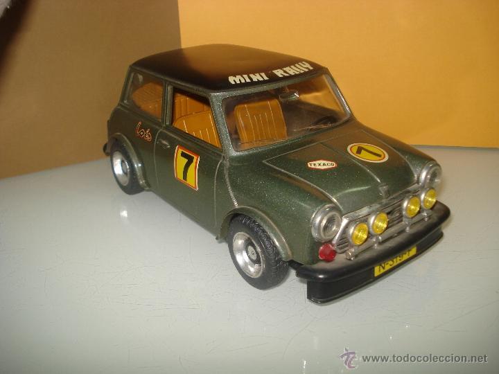 ANTIGUO Y PRECIOSO MINI 1275 GT RALLY A FRICCIÓN DE JUGUETES SANCHIS DE IBI . AÑO 1960S. (Juguetes - Marcas Clásicas - Sanchís)
