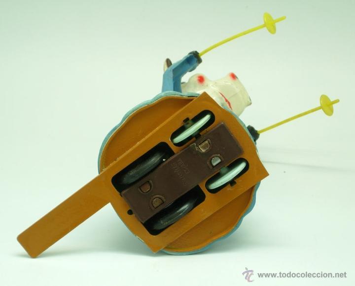 Juguetes antiguos Sanchís: Vaca esquiadora Sanchís a fricción funciona plástico rígido años 60 - Foto 7 - 40588066