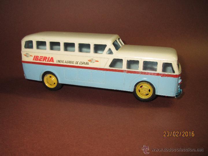 Juguetes antiguos Sanchís: Antiguo Autobus PEGASO Z-403 Monocasco IBERIA 1950 a Fricción de Juguetes SANCHIS IBI - Año 1960-70s - Foto 7 - 55224396