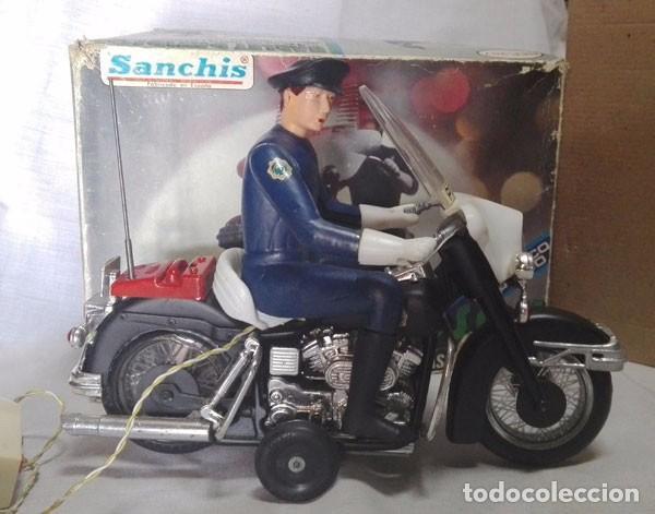 MOTO POLICÍA HARLEY DAVIDSON CON MUÑECO Y PARABRISAS, ELÉCTRICO DIRIGIDO, SANCHIS ,CON CAJA ORIGINAL (Juguetes - Marcas Clásicas - Sanchís)