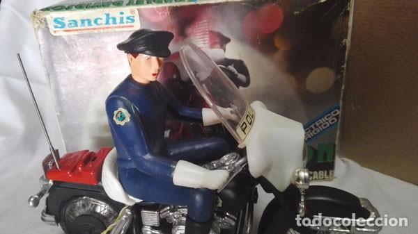 Juguetes antiguos Sanchís: MOTO POLICÍA HARLEY DAVIDSON CON MUÑECO Y PARABRISAS, ELÉCTRICO DIRIGIDO, SANCHIS ,CON CAJA ORIGINAL - Foto 3 - 85066912
