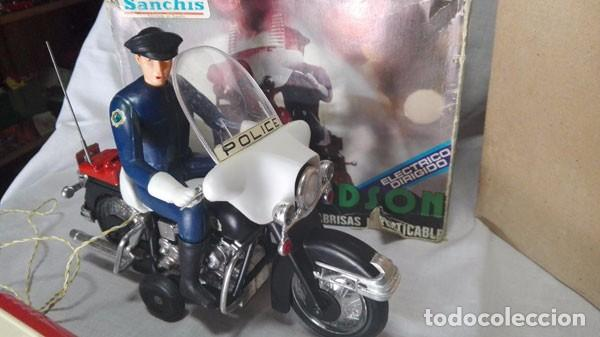 Juguetes antiguos Sanchís: MOTO POLICÍA HARLEY DAVIDSON CON MUÑECO Y PARABRISAS, ELÉCTRICO DIRIGIDO, SANCHIS ,CON CAJA ORIGINAL - Foto 5 - 85066912