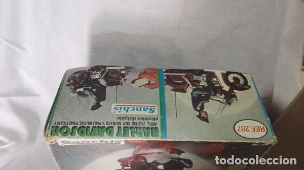 Juguetes antiguos Sanchís: MOTO POLICÍA HARLEY DAVIDSON CON MUÑECO Y PARABRISAS, ELÉCTRICO DIRIGIDO, SANCHIS ,CON CAJA ORIGINAL - Foto 8 - 85066912