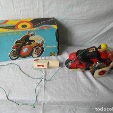 Juguetes antiguos Sanchís: MOTO MAXI CARRERAS 266 SANCHIS. JUGUETE CABLEGUIADO. Lote 91661810