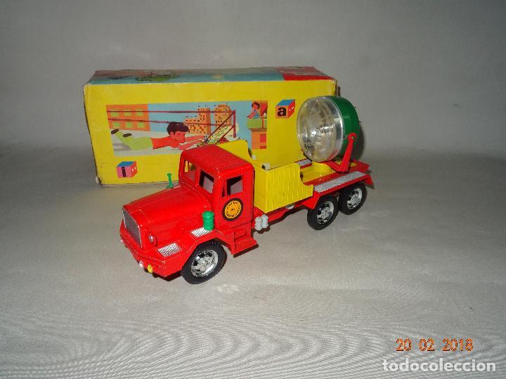 Juguetes antiguos Sanchís: Antiguo Camión de Transmisiones con Reflector - Gran Tamaño Ref. 220 de Juguetes SANCHÍS - Foto 12 - 113058755