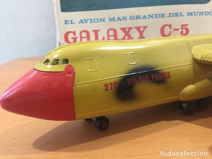 Juguetes antiguos Sanchís: SANCHIS AVION GALAXY C-5 ELECTRICO MILITAR ULTRA RARO - Foto 2 - 115536579