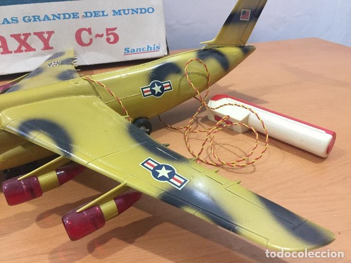 Juguetes antiguos Sanchís: SANCHIS AVION GALAXY C-5 ELECTRICO MILITAR ULTRA RARO - Foto 3 - 115536579