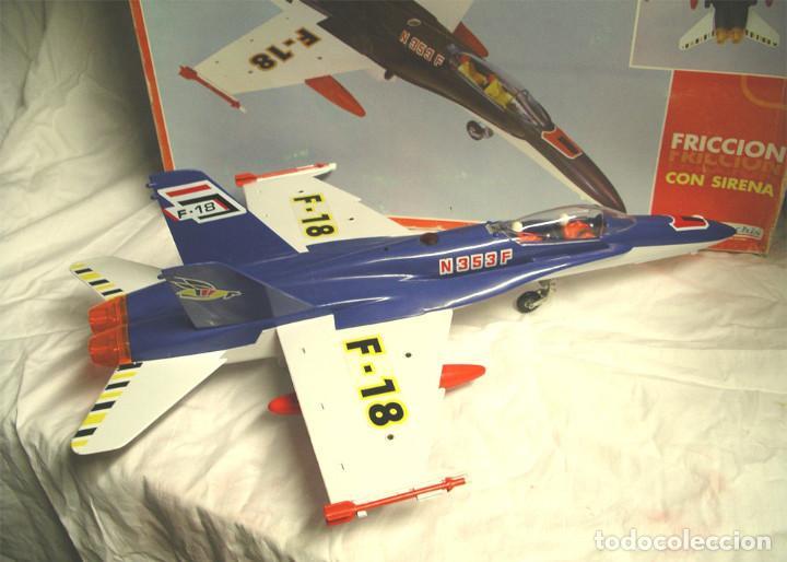 Juguetes antiguos Sanchís: Avión F18 de Sanchis, Ref. 353, a fricción con sirena, nuevo a estrenar con caja de origen. - Foto 2 - 162527766