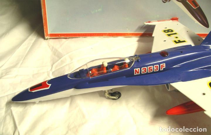 Juguetes antiguos Sanchís: Avión F18 de Sanchis, Ref. 353, a fricción con sirena, nuevo a estrenar con caja de origen. - Foto 3 - 162527766