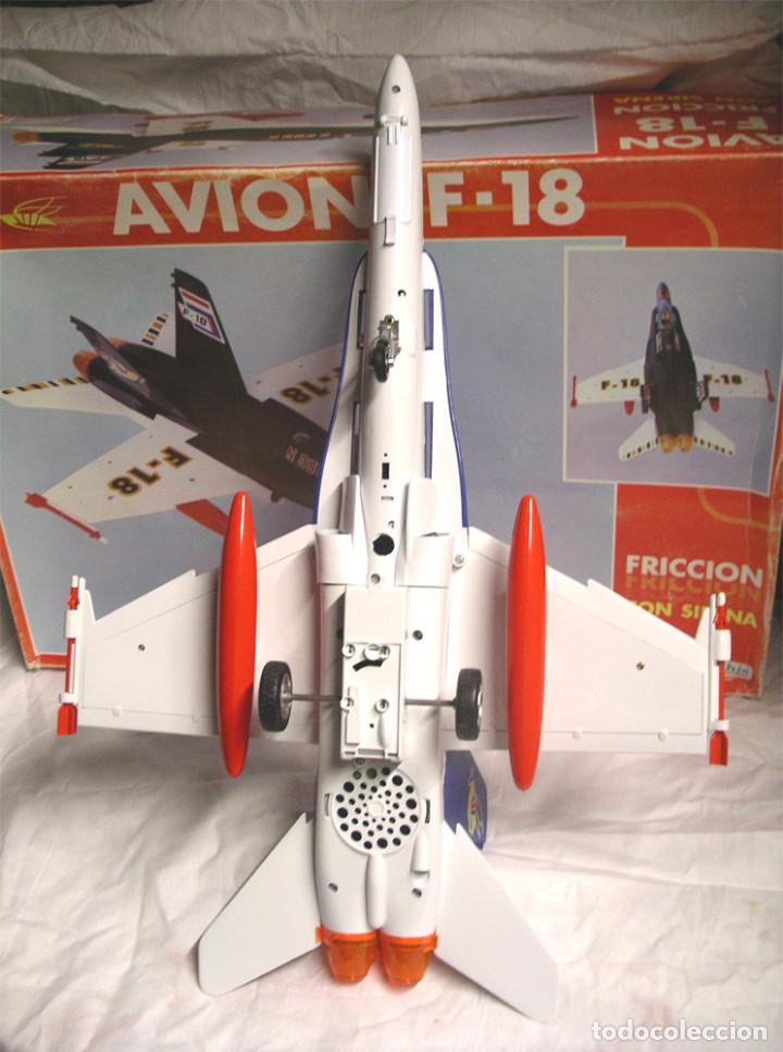 Juguetes antiguos Sanchís: Avión F18 de Sanchis, Ref. 353, a fricción con sirena, nuevo a estrenar con caja de origen. - Foto 4 - 162527766