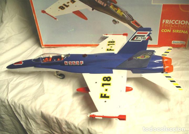 Juguetes antiguos Sanchís: Avión F18 de Sanchis, Ref. 353, a fricción con sirena, nuevo a estrenar con caja de origen. - Foto 5 - 162527766
