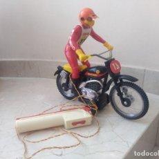 Juguetes antiguos Sanchís: ANTIGUA MOTO DE CROSS BULTACO DE SANCHÍS. PERFECTO ESTADO. Lote 213090191