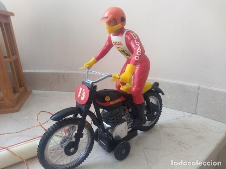 Juguetes antiguos Sanchís: Antigua moto de cross Bultaco de Sanchís. Perfecto estado - Foto 2 - 213090191