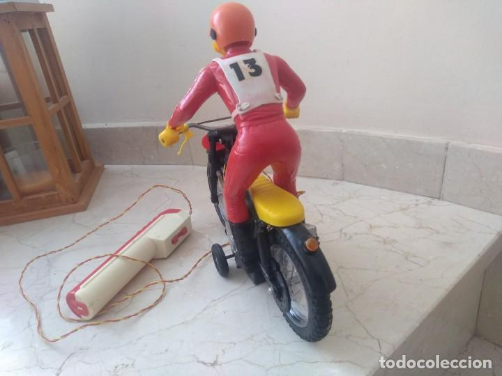 Juguetes antiguos Sanchís: Antigua moto de cross Bultaco de Sanchís. Perfecto estado - Foto 3 - 213090191