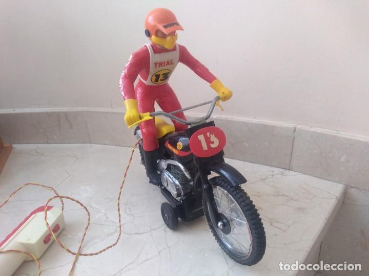 Juguetes antiguos Sanchís: Antigua moto de cross Bultaco de Sanchís. Perfecto estado - Foto 4 - 213090191