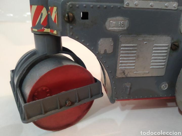 Juguetes antiguos Sanchís: Apisonadora de juguete años 60.Fabricado por Sanchis - Foto 9 - 226927020