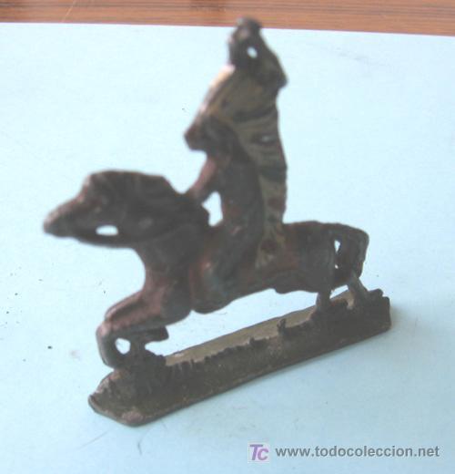 Juguetes Antiguos: Indio a caballo de plomo - Foto 2 - 23348036