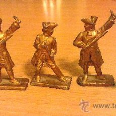 Juguetes Antiguos: 5 SOLDADITOS DE PLOMO, 5 CM. DE ALTURA, PESO 40 GR. CADA UNO, COLOR DORADO, VER FOTOS. Lote 26649114