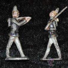Juguetes Antiguos: LOTE DE 4 SOLDADOS DE PLOMO A PIE. DE PP S.XX. PINTADOS.. Lote 26756511