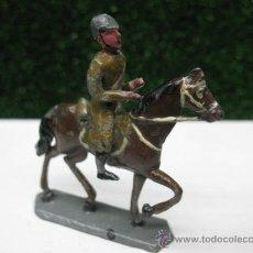 Juguetes Antiguos: SOLDADO DE PLOMO A CABALLO. Lote 24406345