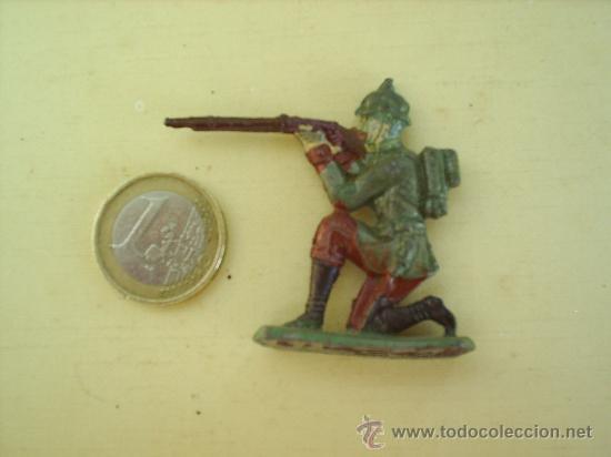 Juguetes Antiguos: antiguo soldadito de plomo , militar disparando ver fotos - Foto 2 - 26389723