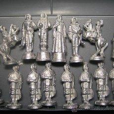 Juguetes Antiguos: SOLDADOS DE PLOMO, AJEDREZ. MODELO 4 - LOS MOSQUETEROS - 32 FIGURAS - VER FOTOS. Lote 35900812