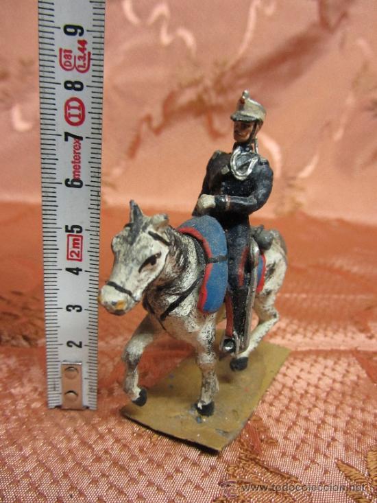 Juguetes Antiguos: Soldadito de plomo, jinete a caballo de la guardia real española / Circa 1910 - Foto 2 - 37125053