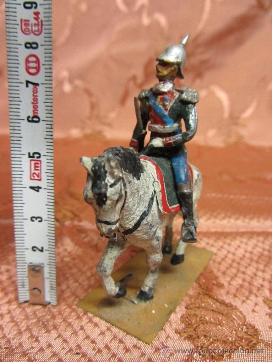 Juguetes Antiguos: Soldadito de plomo, jinete del sequito real español o prusiano - Foto 2 - 37125100