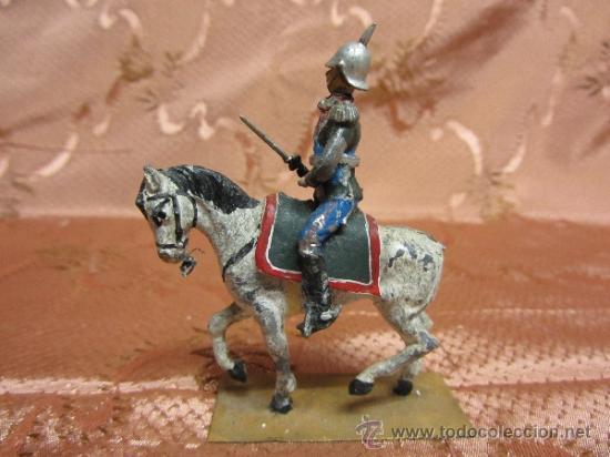 Juguetes Antiguos: Soldadito de plomo, jinete del sequito real español o prusiano - Foto 5 - 37125100