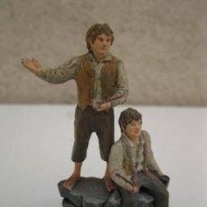 Juguetes Antiguos: MERRY Y PIPPIN - EL SEÑOR DE LOS ANILLOS - LOTR - FIGURA DE PLOMO - NLP - AÑO 2005.. Lote 37921809
