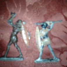Juguetes Antiguos: PAREJA DE INDIOS DE PLOMO SOLDADITOS ANTIGUOS. Lote 38747210
