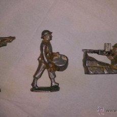 Juguetes Antiguos: 3 ANTIGUOS SOLDADOS DE METAL. Lote 40652834