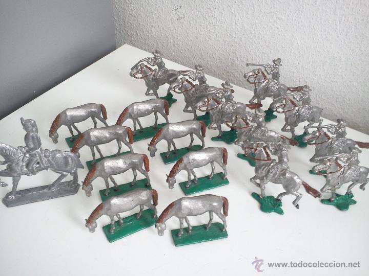 Juguetes Antiguos: ANTIGUA COLECION DE 18 FIGUARS DE PLOMBO DOS ANOS 50,60 TIEN 8 CAVALLOS 9 SOLDADOS NO CAVALLO - Foto 4 - 47608781