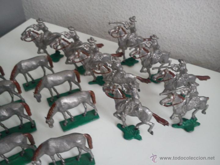 Juguetes Antiguos: ANTIGUA COLECION DE 18 FIGUARS DE PLOMBO DOS ANOS 50,60 TIEN 8 CAVALLOS 9 SOLDADOS NO CAVALLO - Foto 5 - 47608781