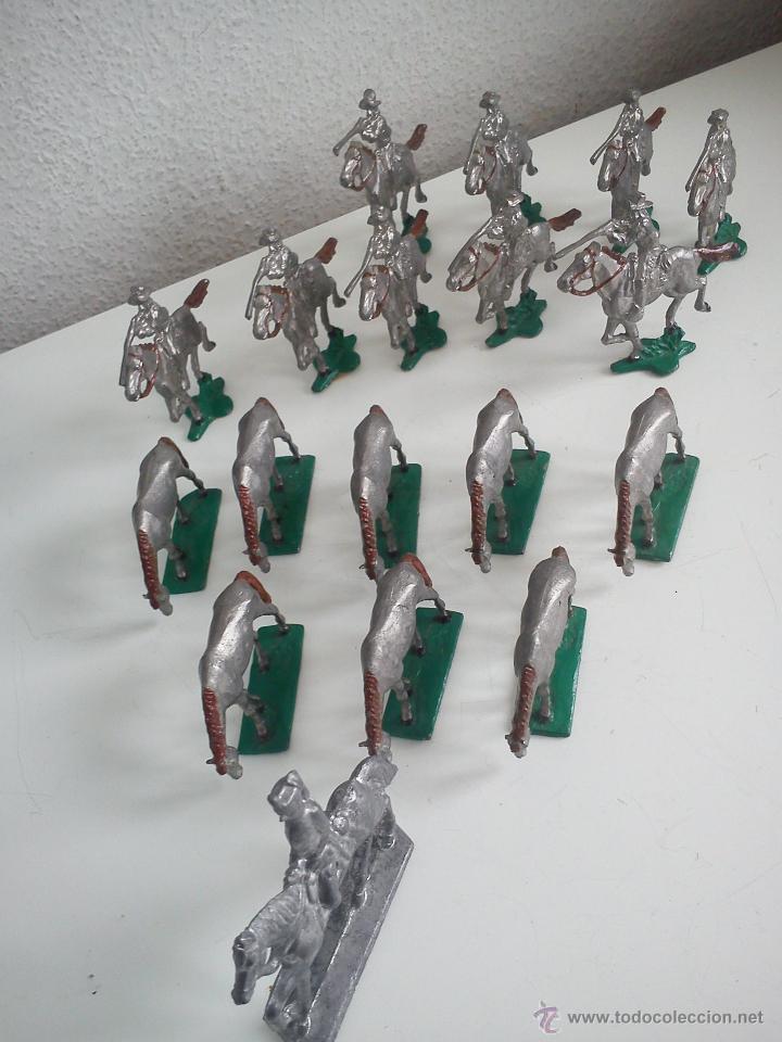 Juguetes Antiguos: ANTIGUA COLECION DE 18 FIGUARS DE PLOMBO DOS ANOS 50,60 TIEN 8 CAVALLOS 9 SOLDADOS NO CAVALLO - Foto 6 - 47608781