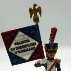 Juguetes Antiguos: SOLDADO NAPOLEÓNICO ESTANDARTE PLOMO ALMIRALL PALOU REF 001 AÑOS 90. Lote 49975724