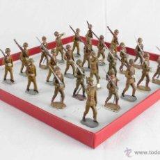 Juguetes Antiguos: GRUPO DE 24 SOLDADOS DESFILANDO CASANELLAS-CAPELL. Lote 50666216